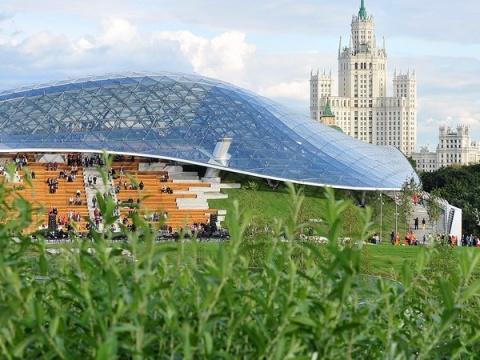 Стеклянный купол московского…