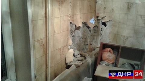 Украинские боевики ночью обстреляли центр Горловки, повреждены два дома