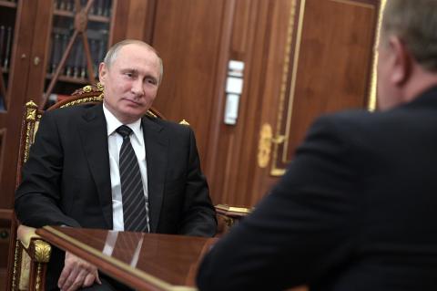На кого Зюганов жалуется Путину? Что за бунт?