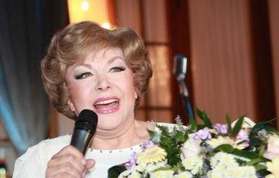 Эдита Пьеха дает концерты на вечери…