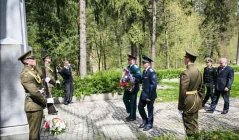 Скандал: российские дипломаты вЛитве почтили память «лесных братьев»