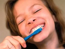 Пять домашних способов отбелить зубы