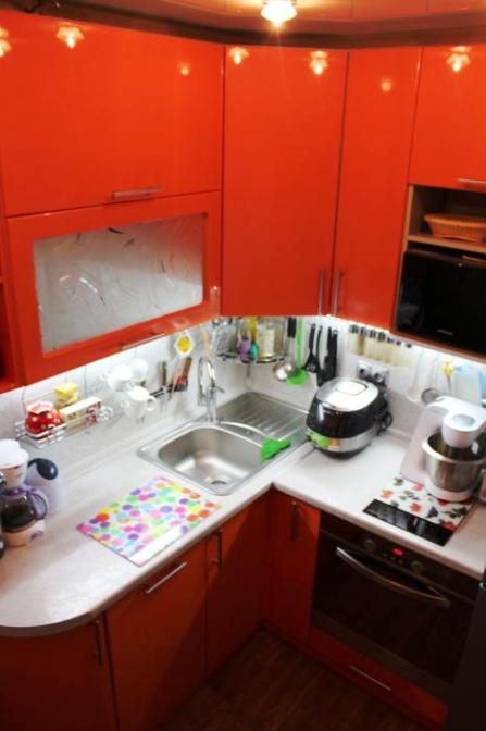 Микро-кухня 5 кв.метров — оранжевый позитив своими усилиями. Ну, почти своими