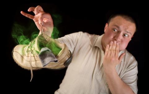 Как убрать запах пота из обуви