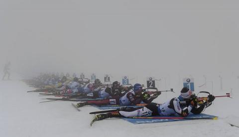 Швеция выиграла в тумане эстафету на Кубке мира по биатлону в Оберхофе, Россия осталась четвертой