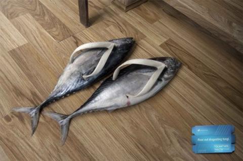 Реклама средства против неприятного запаха ног..