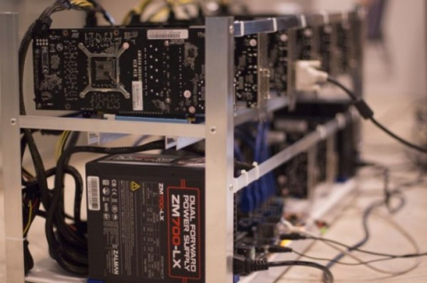 Компьютеры, добывающие биткоины, полностью отапливают дом в Сибири