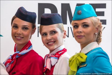 О чем на самом деле думают стюардессы, приветствуя вас на борту