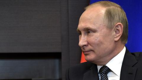 Путин помахал Меркель рукой