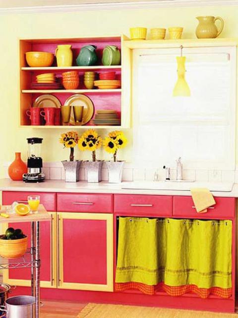 Как изменить дизайн кухонной мебели своими руками