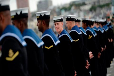 Офицерам королевского военно…