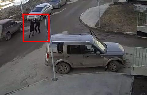 Неадекватная женщина-водитель в Казани