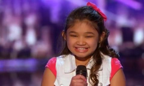 Девочка в 9 лет поет как взр…