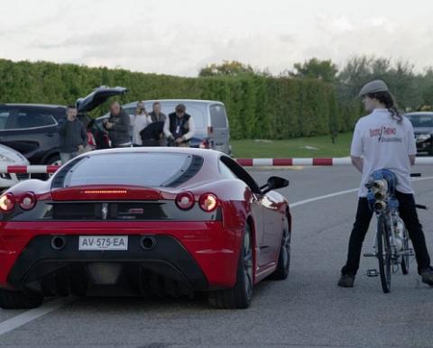 Сенсация! Реактивный велосипед обогнал Ferrari