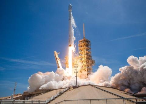 SpaceX вывела на орбиту болгарский спутник и вновь посадила использованную ступень