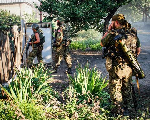 Украина готовится сдать ополченцам ДНР Мариуполь: Донбасс ждет «жаркий август»
