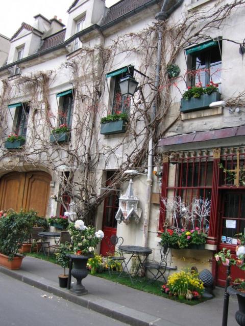 Маленькое кафе в Париже....