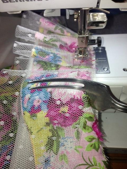 Ровные складки при помощи вилки. МК