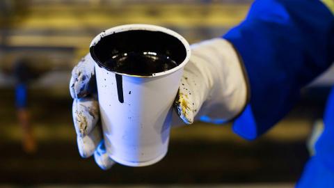 Сечин предрекает нефти падение до $40 за баррель в 2018 году