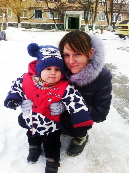 Вдова ополченца Анастасия Быченок просит помочь ей и ее годовалому сыну …