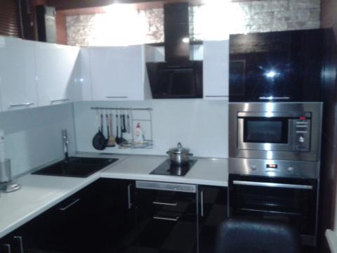 Черно белая кухня 5 7 кв м со стеклянным