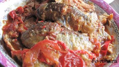 Рыба тушёная с помидорами и болгарским перцем
