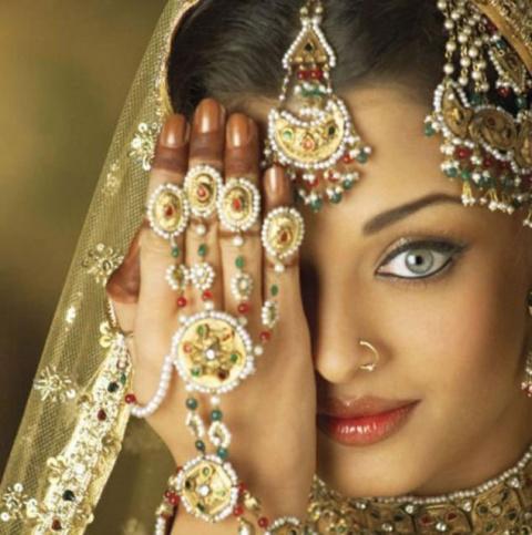 Невероятные украшения далекой Индии