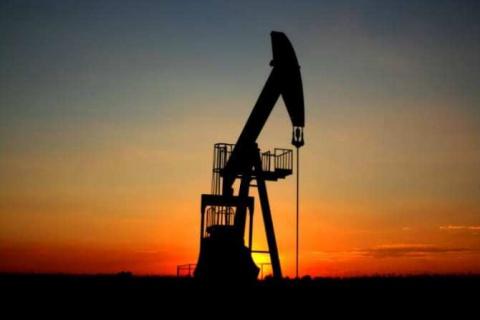 Эксперт: Нефть застряла в ко…