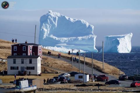 Дрейф айсбергов возле Канады