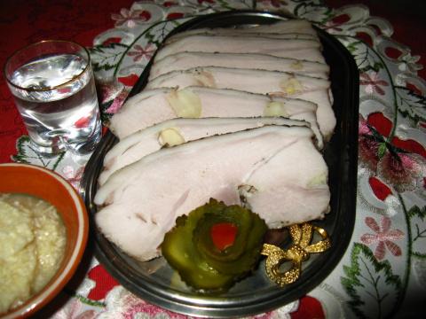 Свинина, запеченная в черном хлебе