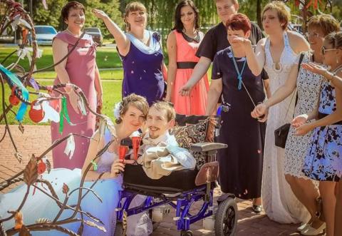Девушка переехала в Россию, чтобы выйти замуж за инвалида, с которым познакомилась в Интернете