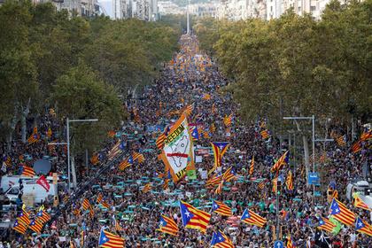 На акцию в поддержку смещенного правительства вышли полмиллиона каталонцев