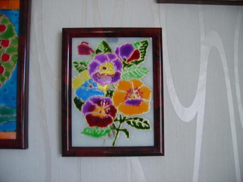 Витражными красками по стеклу, немножко акрилом по дереву, кое-что яичной скорлупой...