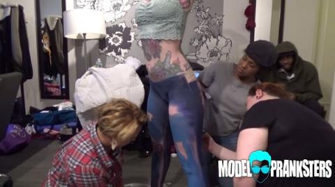 И снова нарисованные джинсы