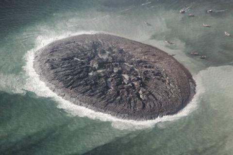 Снег вместо бабьего лета, остров после землетрясения, ливни вместо песчаных бурь