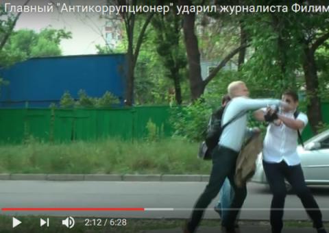 Главный борец с коррупцией в процессе борьбы (видео)