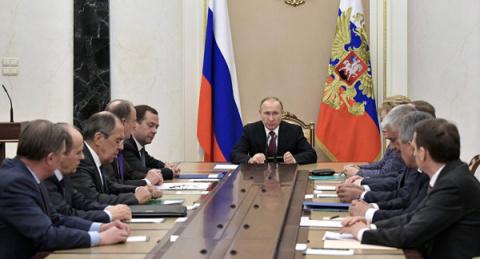Путин хочет бороться с лоузнгами или с коррупцией?
