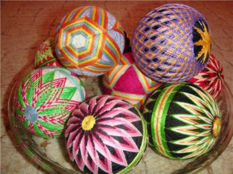 Юбинуки и Темари  (вышивка шелковыми нитками на колечках) и вышивка шаров)