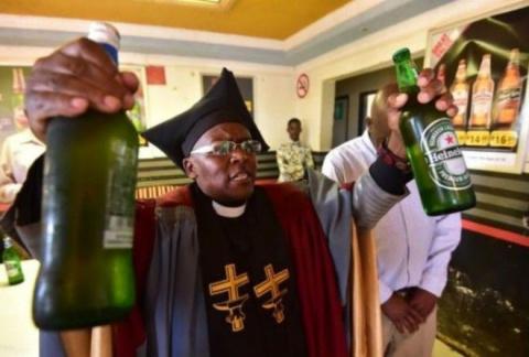 Ешь, молись, пей. Открылась церковь, где можно выпивать во время службы