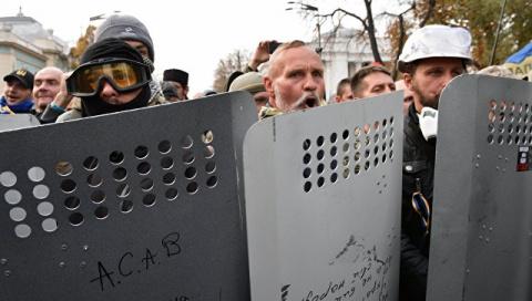 Митингующие возле Верховной рады выдвинули Порошенко новые требования