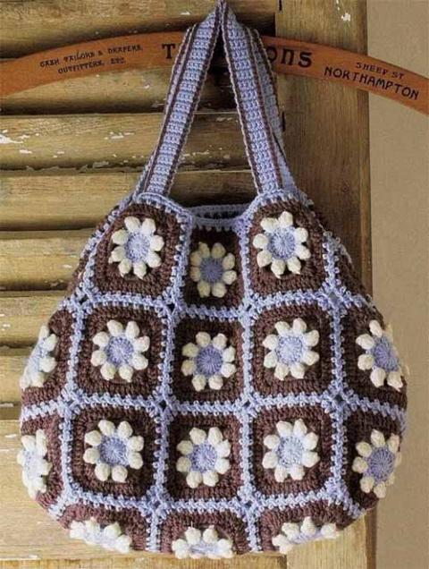 вместительная сумка из квадратов с цветами