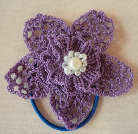 вязанные цветы - украшения для волос (резинки)