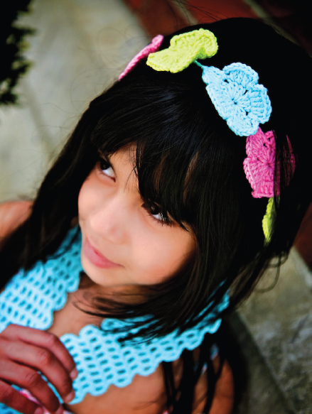 Повязка-шарф на голову для девочки вязаная крючком