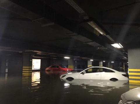 В Красногорске затопило паркинг в элитном доме