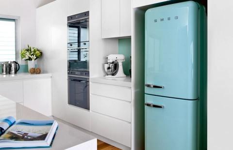 Эффектные ретро-холодильники SMEG в современном интерьере