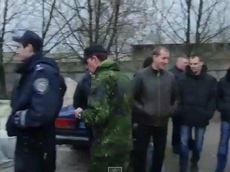 Горловская милиция после выходки начальника переходит на сторону народа