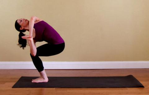 9 поз йоги для тонкой талии
