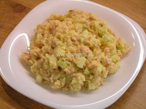 Рыбный салат из сёмги и риса - видеорецепт