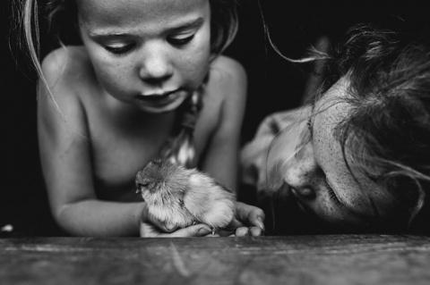 Босоногое детство: душевные снимки детей, которые проводят летние каникулы без компьютеров и телефонов