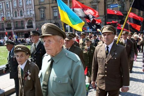 Польша лижет сапоги украинск…